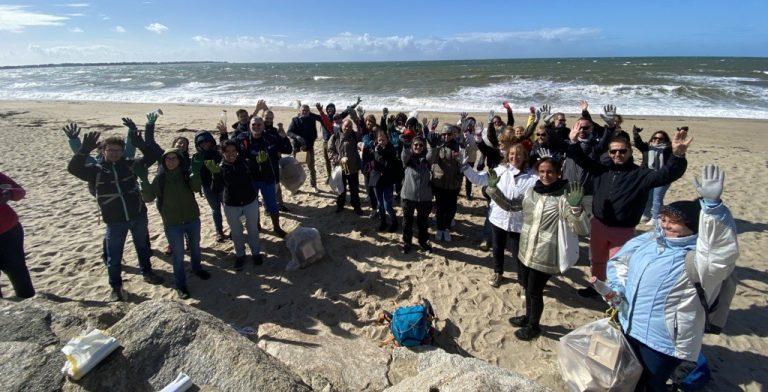 EXPLORE lors de la collecte des déchets sur la plage de La Turbale